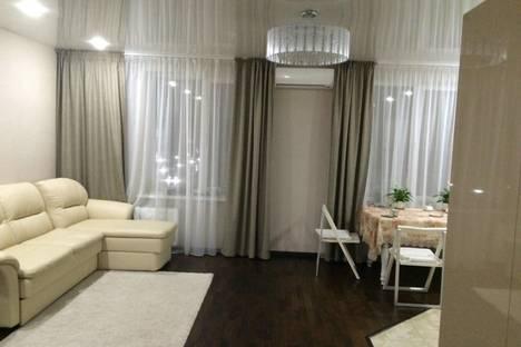 Сдается 3-комнатная квартира посуточно, Луначарского 69.
