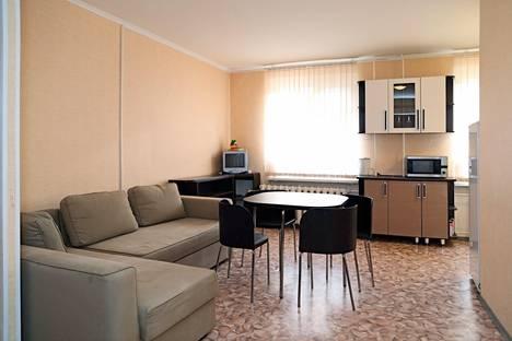 Сдается 3-комнатная квартира посуточно в Петрозаводске, ул. Судостроительная, 10.