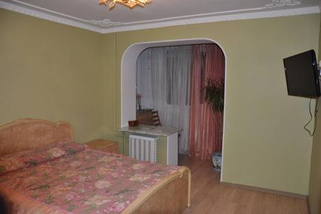Сдается 3-комнатная квартира посуточнов Партените, ул . Партенитская дом 7.