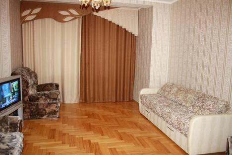 Сдается 2-комнатная квартира посуточно в Сургуте, проспект Мира, 7.