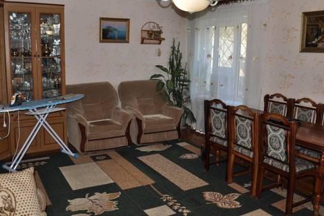 Сдается 2-комнатная квартира посуточно в Партените, ул . Солнечная дом 15.