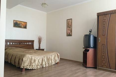 Сдается 1-комнатная квартира посуточно в Судаке, ул.Коммунальная 9.