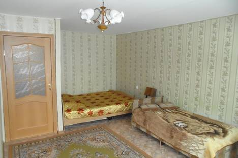 Сдается 1-комнатная квартира посуточно в Саянске, мкр. Центральный, дом 14.