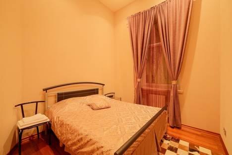 Сдается 3-комнатная квартира посуточнов Санкт-Петербурге, ул. Большая Морская, 21.
