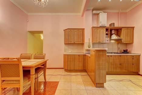 Сдается 4-комнатная квартира посуточно в Санкт-Петербурге, ул. Большая Морская, 21.