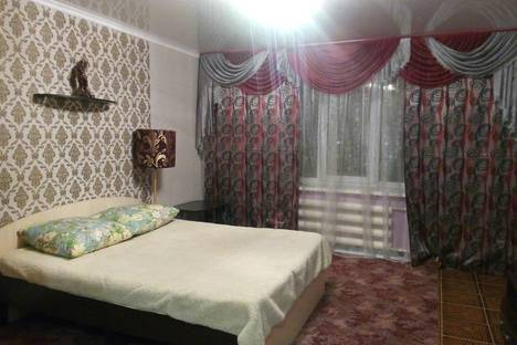 Сдается 1-комнатная квартира посуточно в Октябрьском, Кортунова 4.