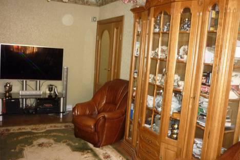 Сдается 2-комнатная квартира посуточно в Кировске, Ленинградская ул., 23.