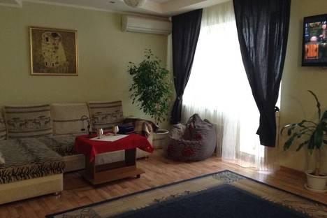 Сдается 2-комнатная квартира посуточно в Волжском, Александрова 39.