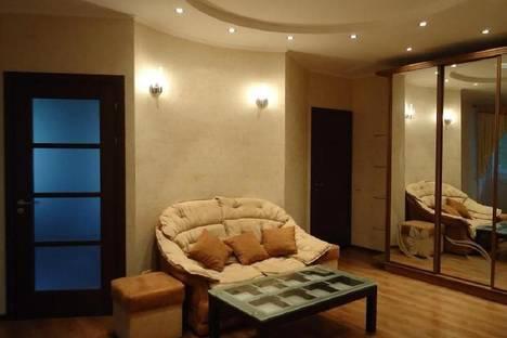 Сдается 2-комнатная квартира посуточно в Чите, Царский, 3.