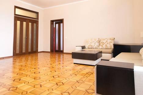 Сдается 3-комнатная квартира посуточнов Сочи, ул. Первомайская, 11.