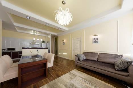 Сдается 3-комнатная квартира посуточнов Санкт-Петербурге, Невский пр. 173.