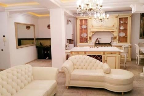 Сдается 3-комнатная квартира посуточнов Сочи, ул. Роз 32А.
