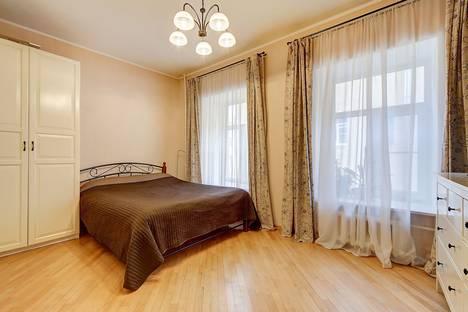 Сдается 2-комнатная квартира посуточнов Санкт-Петербурге, 10 линия Васильевского острова, д.9.
