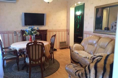 Сдается 3-комнатная квартира посуточнов Волжском, проспект Ленина, 21.