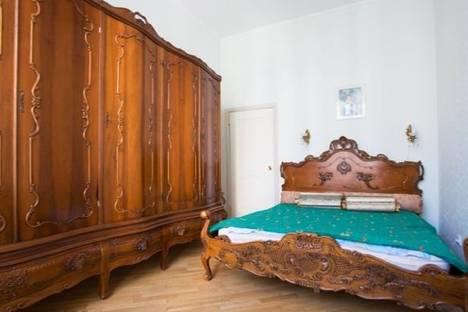 Сдается 4-комнатная квартира посуточно в Санкт-Петербурге, Малая Морская, 19.