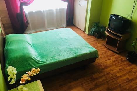 Сдается 1-комнатная квартира посуточно в Энгельсе, ул. Петровская, 88.