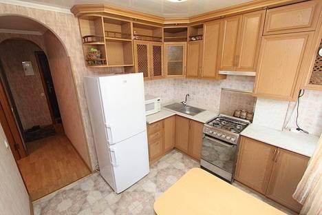 Сдается 2-комнатная квартира посуточно в Феодосии, улица Горького, 32.
