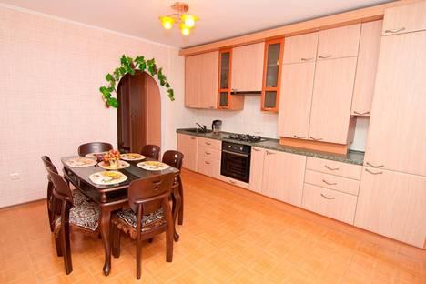 Сдается 2-комнатная квартира посуточнов Орджоникидзе, бульвар Старшинова, 8-Д.