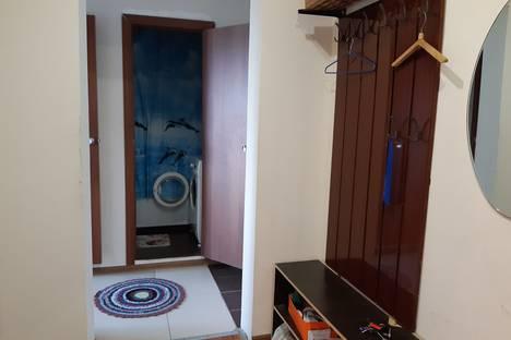 Сдается 2-комнатная квартира посуточно в Нижнем Тагиле, ул. Садовая, 97.