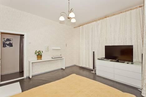 Сдается 2-комнатная квартира посуточно в Нижнем Новгороде, ул. Большая Покровская, 49.