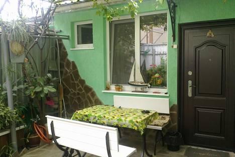 Сдается 2-комнатная квартира посуточно в Алуште, ул. Ленина, 31.