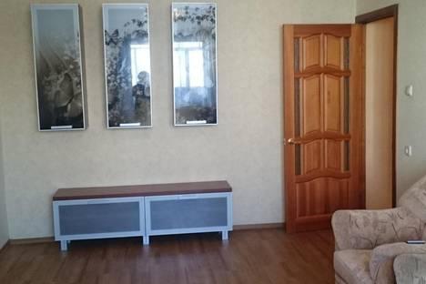 Сдается 2-комнатная квартира посуточно в Нижнекамске, ул. Чишмале, 7.