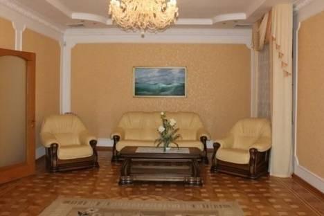 Сдается 3-комнатная квартира посуточно в Ялте, Чехова, 21.