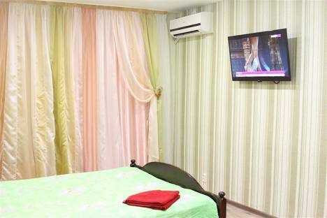 Сдается 1-комнатная квартира посуточно в Волгодонске, Энтузиастов, дом  44.