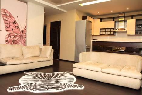Сдается 2-комнатная квартира посуточно во Владивостоке, ул. Некрасовская, 90.