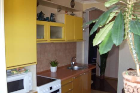 Сдается 3-комнатная квартира посуточнов Щелкином, 1-й микрорайон, 33.