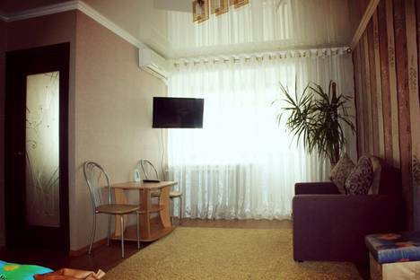 Сдается 1-комнатная квартира посуточно в Орске, макаренко 10а.