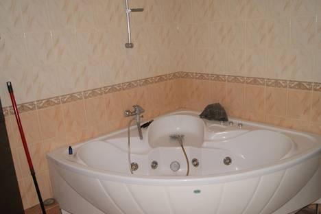 Сдается 3-комнатная квартира посуточно в Чехове, ул. Набережная, 5.