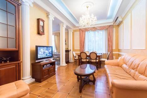 Сдается 3-комнатная квартира посуточно, пр.Независимости д.18.