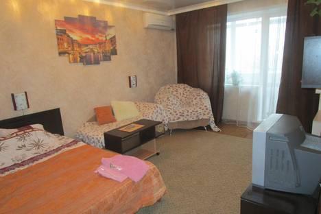 Сдается 1-комнатная квартира посуточнов Старом Осколе, жукова. 19.