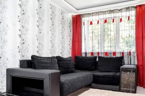Сдается 1-комнатная квартира посуточнов Новомосковске, Артема, 86.