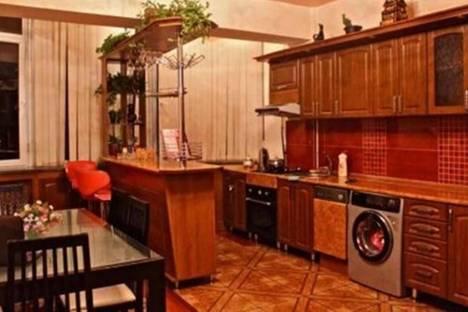 Сдается 3-комнатная квартира посуточно в Бишкеке, ул. Сыдыкова, д. 178, корп. 17.