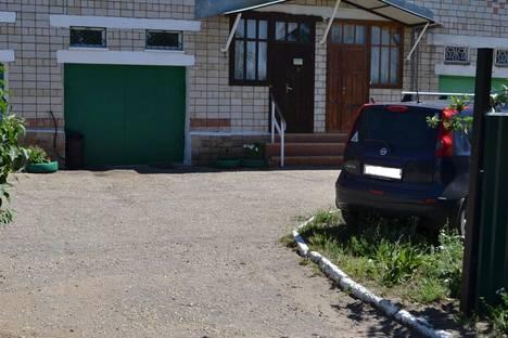 Сдается коттедж посуточно в Яровом, ул. Заводская, 17.
