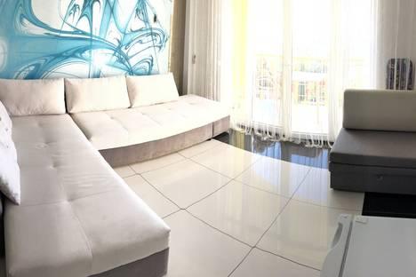 Сдается 1-комнатная квартира посуточно, Маратовская 69.