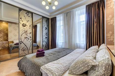 Сдается 2-комнатная квартира посуточнов Петергофе, Литейный проспект, 11.