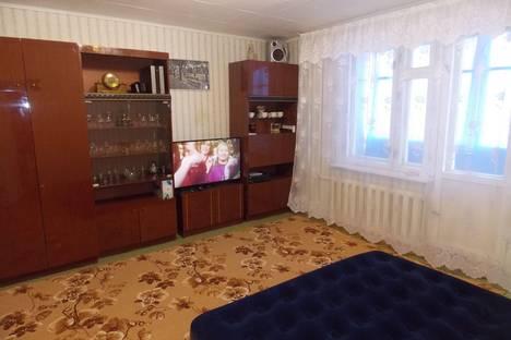 Сдается 2-комнатная квартира посуточно в Яровом, квартал А дом 35.