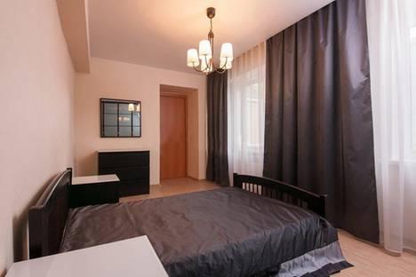 Сдается 3-комнатная квартира посуточно, ул. Республики, 44.