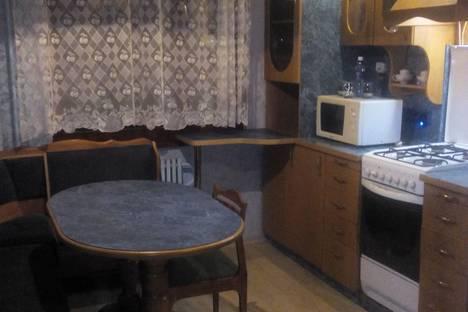 Сдается 2-комнатная квартира посуточнов Омске, ул. Рокоссовского, 10.