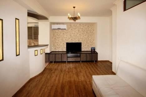 Сдается 3-комнатная квартира посуточно в Ереване, ул. Сарьяна, 40.