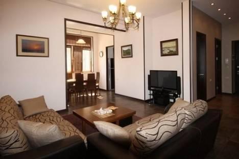 Сдается 3-комнатная квартира посуточно в Ереване, Вардананц, 7.