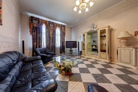 Сдается 3-комнатная квартира посуточно в Санкт-Петербурге, Невский проспект, 109.