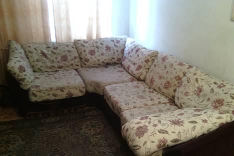 Сдается 3-комнатная квартира посуточно в Барнауле, проспект Калинина, 12.