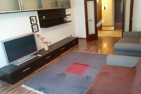 Сдается 3-комнатная квартира посуточнов Кстове, Тонкинская, 1.