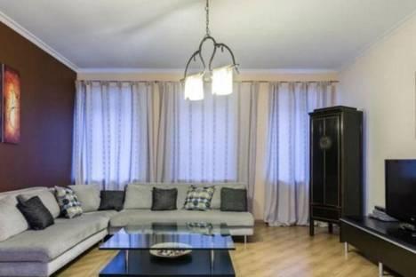 Сдается 3-комнатная квартира посуточнов Санкт-Петербурге, ул. Малая Конюшенная, 8.