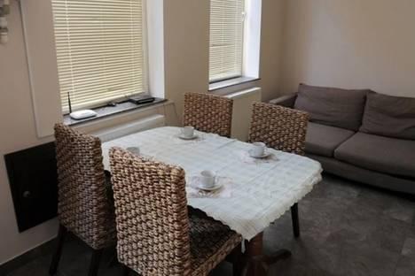 Сдается 2-комнатная квартира посуточно, пр. Меликишвили, 25.