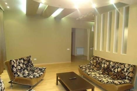Сдается 4-комнатная квартира посуточно в Тбилиси, Алмасиани, 19/21.